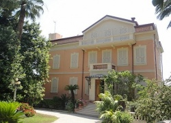 DNIK22 A beautiful 1st line villa in Sanremo.
