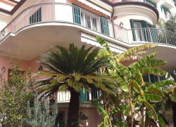 DIK267 Sanremo. Elegant villa ,150 meters from the sea!