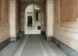 D-SVM.99. Apartment in a historical city centre of Rome with antique furniture