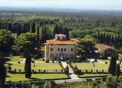 D-YK 30. A unique property on the hills of Tuscany