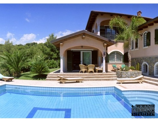AIK31 Andora. Luxury villa with swimming-pool!